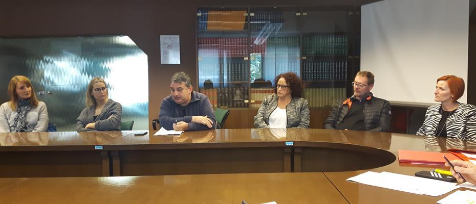 Rappresentanti lavoratori Schlaefer durante incontro con consiglieri provinciali.jpg